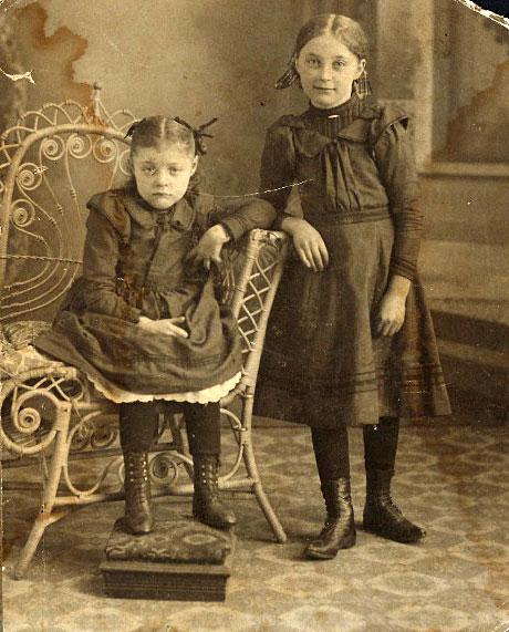 Barbara Inez Hendrix and sister Agnes Elizabeth Hendrix
